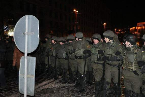 Порошенко екстренно розігнав активістів у Києві методом Януковича (ФОТО)
