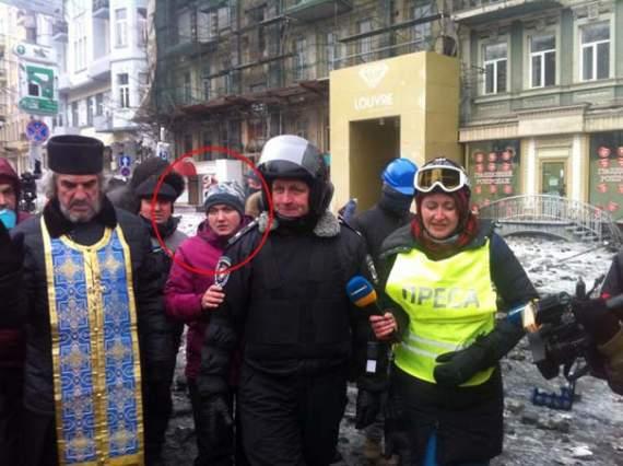 Два Героя Украины: в сети всплыло интересное фото Савченко с ул. Грушевского