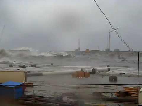 Бобик сдох: шторм на строительстве Керченского моста все снес (видео)
