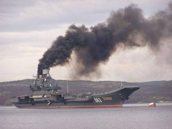 Командир «Адмирала Кузнецова» объяснил черный дым над крейсером :)