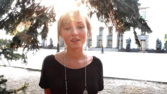 «Маски сорваны — верить некому»: Українка, яка написала вірш «Никогда мы не были братьями», написала новий вірш