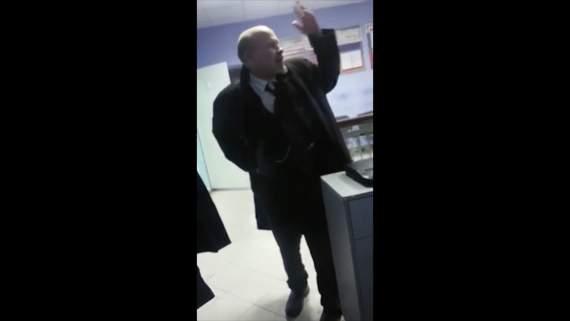 «Вы почему, на субботничке коммунистическом не были?» — Шок! В РФ пьяный «Ленин» устроил дебош в полицейском участке