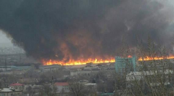 """Соцсети сообщили о мощном взрыве в Луганске: появились первые фото сильнейшего пожара у террористов, """"ЛНР"""" удивила """"ватной"""" версией резонансного ЧП"""