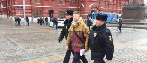 На митинге в Москве задержан школьник
