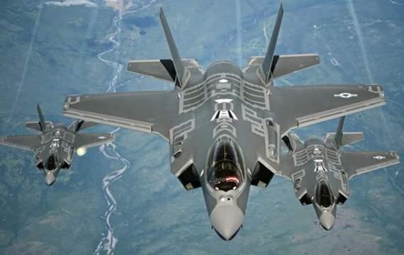 Истребители США перехватили два российских бомбардировщика вблизи Аляски