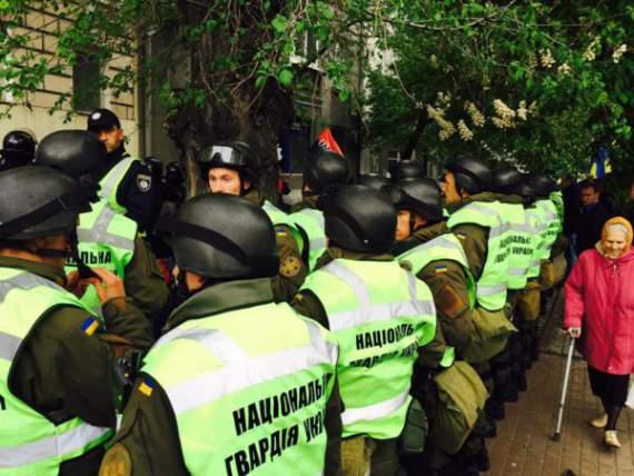 В Киеве силовики штурмуют офис ОУН (фото, видео)