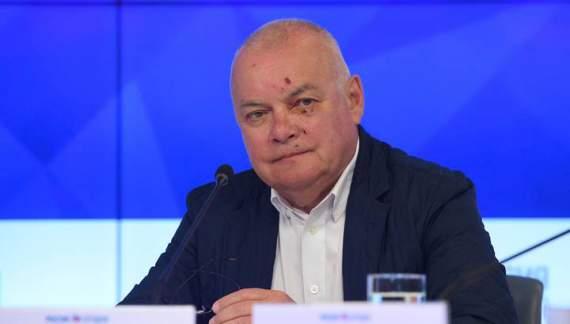 Димон Киселев объяснил побитую морду: поскользнулся, упал, потерял сознание, очнулся – гипс…