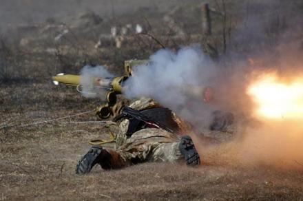 Видео реального боя в одной из самых горячих точек Донбасса появилось в сети