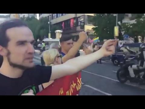 Чемодан, вокзал, Россия! — Прага встретила Косметические Войска Путина коридором позора