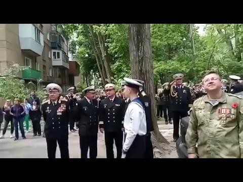 До сліз: в Одесі оркестр зіграв під балконом 96-річного ветерана (відео)