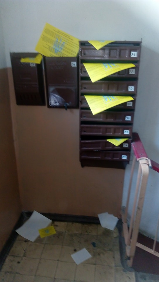 Активисты распространили проукраинские листовки в оккупированных городах Донбасса (ФОТО)