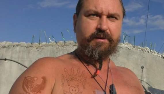 Мексикано-бандеровцы до суда определили русского петушка на 1,5 года за решетку.