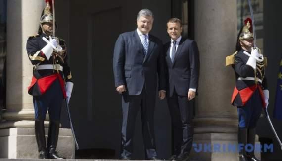 Макрон: Россия — агрессор. Порошенко подтвердил документами присутствие военных РФ на Донбассе.
