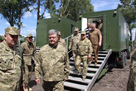 Вооруженные Силы получили новые мобильные операционную и рентген-кабинет на базе КрАЗа