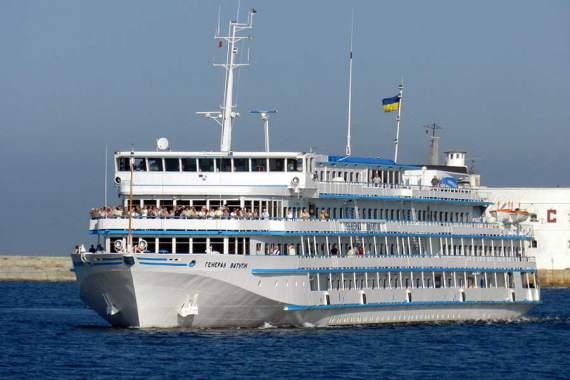 Россия захватила украинский круизный лайнер: вторые сутки с ним нет связи