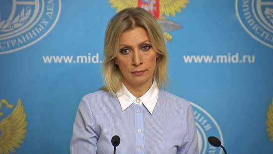 «Кикимора болотная»: в сети высмеяли «нарядное» платье Захаровой (фото)