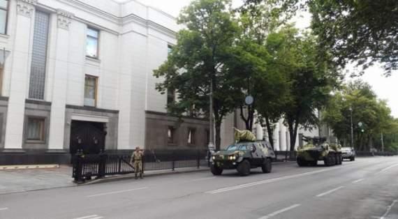 В Раде рассказали, зачем под здание ВР стянули бронетехнику