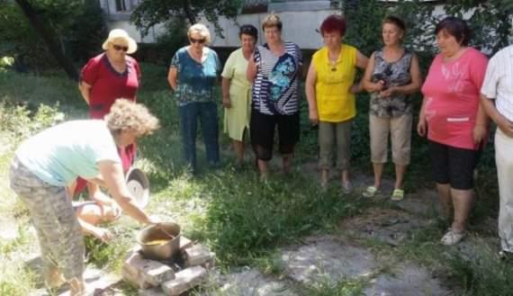 «Держитесь там!»: жители оккупированной Феодосии начали готовить еду на кострах