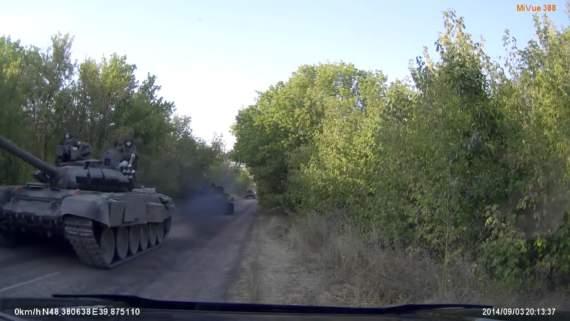 Российские танки на Луганщине (Архив, видео)