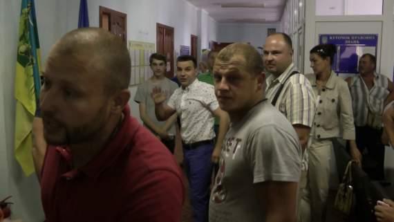 """""""Твоя улыбкасейчас упадет, я тебе на камеру это говорю"""" – Под Киевом депутат устроил самосуд над школьником (видео)"""