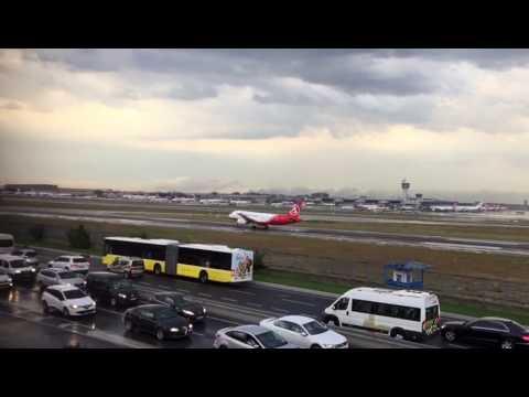 Украинский пилот Акопов совершил посадку аварийного пассажирского лайнера в Стамбуле /Видео/