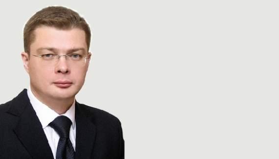 Люстрированный чиновник стал антиукраинским политологом