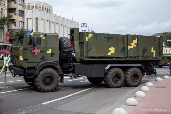 Український арсенал: Спеціалізований броньований вантажний автомобіль для перевезення ракета та боєприпасів на шасі автомобіля МАЗ-6317 з мультиліфтом.