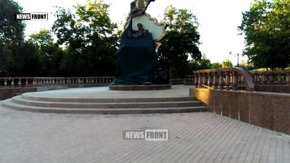 В оккупированном Луганске подорвали памятник боевикам ЛНР /Видео/