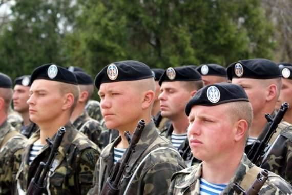 «Отступать некуда, позади Москва» или битва «русскага міра» за черный берет.