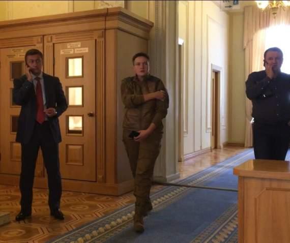 """""""Комбат, батяня, батяня, комбат…"""" – Савченко удивила новым нарядом в Раде (видео)"""