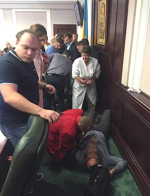Порошенко набрал себе настоящих бандитов – депутат БПП избил депутата Батькивщины до полусмерти