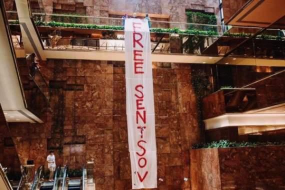 В башне Трампа в Нью-Йорке вывесили баннер в поддержку Сенцова (видео)