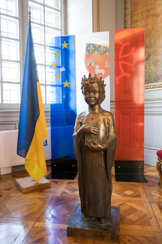 Неучу Путину снова утерли нос: Кличко передал мэрии Тулузы памятник Анне Киевской