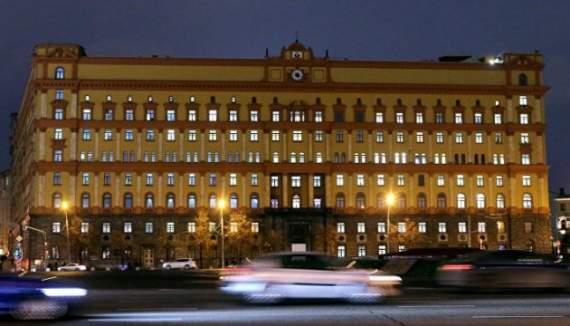 В Москве пенсионер облил красной краской здание ФСБ на Лубянке