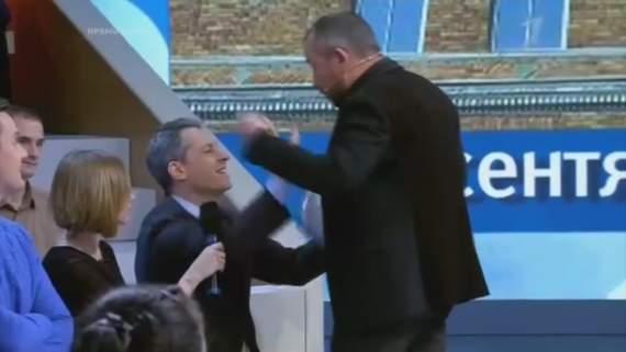 «Не беси меня! Я же сказал тебе сидеть»: на «Первом канале» чуть не избили американского журналиста