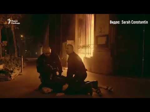 Скандальный российский художник поджег здание Банка Франции (фото, видео)