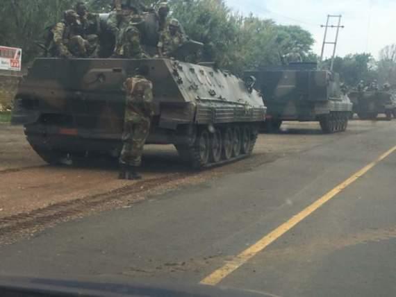 К столице Зимбабве стягивают танки, — Reuters (фото)