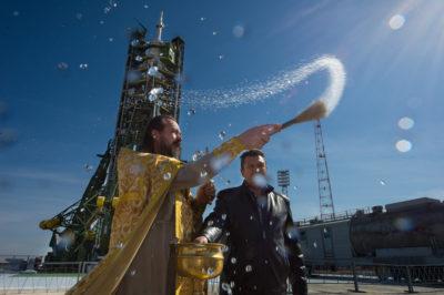Мракобесие: на РФ хотят объявить служебное несоответствие попу РПЦ, освятившему упавший спутник