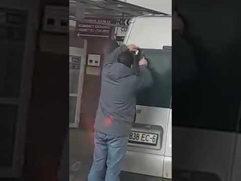 Пограничники Литвы заставляют сдирать с машин георгиевские ленты: опубликовано видео, возмутившее россиян — ВИДЕО