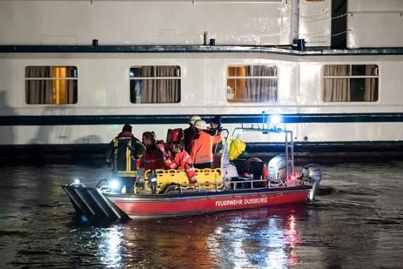 В Германии теплоход c туристами врезался в опору моста,  больше двадцати пострадавших
