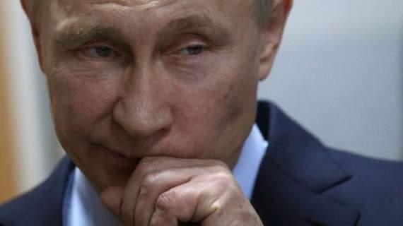 Путина повесили на елку в Доме офицеров
