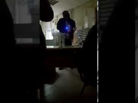 """У него взрывчатка! Появилось видео с захватчиком """"Укрпочты"""" в Харькове"""