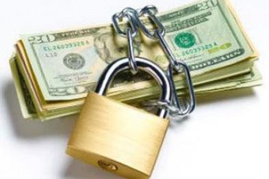 Банкам України дозволили не виплачувати людям депозити