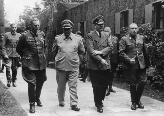 Почему Гитлер сделал именно свастику символом нацистов