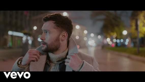 За день клип Калума Скотта, снятый в Киеве, набрал более полутора миллионов просмотров /Видео/