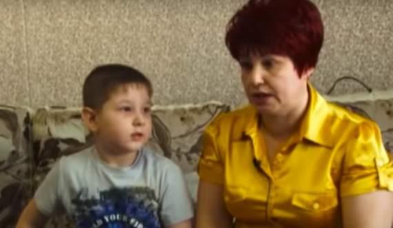 Скрепы: Российский воспитатель детсада за шалость оставила мальчика на морозе