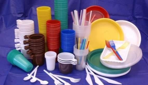 Вчені дослідили шкоду пластикового посуду на здоров'я. Бережіть себе, добраніч!