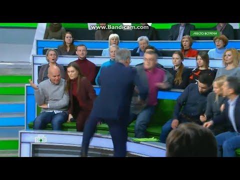 Бійка в російському ефірі: «український політолог» зчепився з ведучим