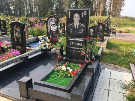 """Нашлось фото могилы одного из террористов """"Л/ДНР"""" в России, дали орден за убийства"""