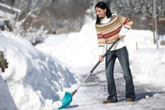 Маразму нет предела: в «ДНР» женщин заставили чистить снег на 8 марта